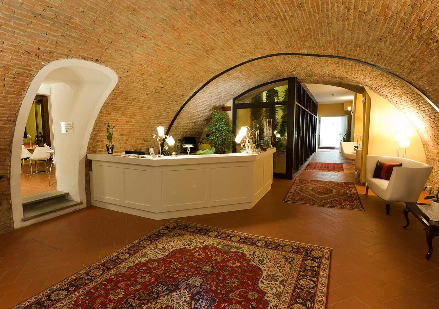 hotelsanminiato_hall2